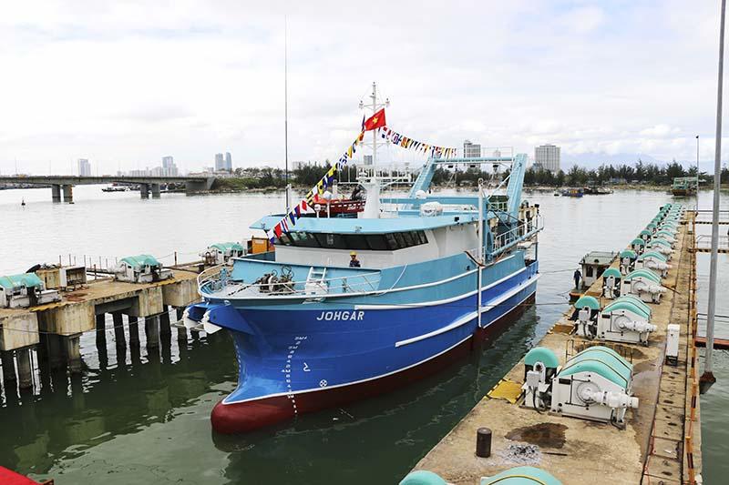 Tổng công ty Sông Thu bàn giao tàu xuất khẩu đánh bắt hải sản