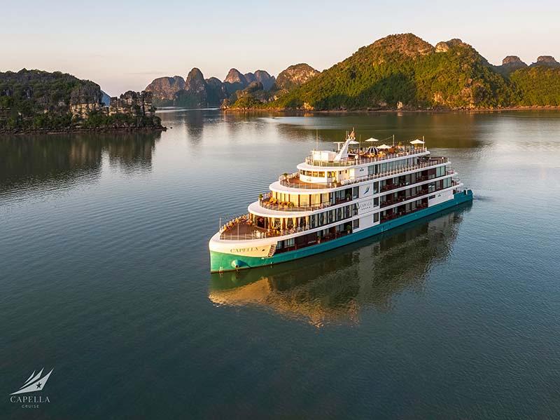 Đẳng cấp kỳ nghỉ từ thế hệ du thuyền chuẩn 5 sao mới trên Vịnh Lan Hạ